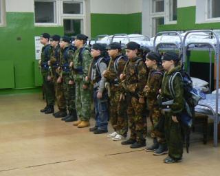 Воспитанники «Воинского братства» проводят выходные в «армейских казармах»